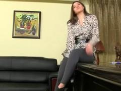 Sex agent presses on the couch brunette skater.